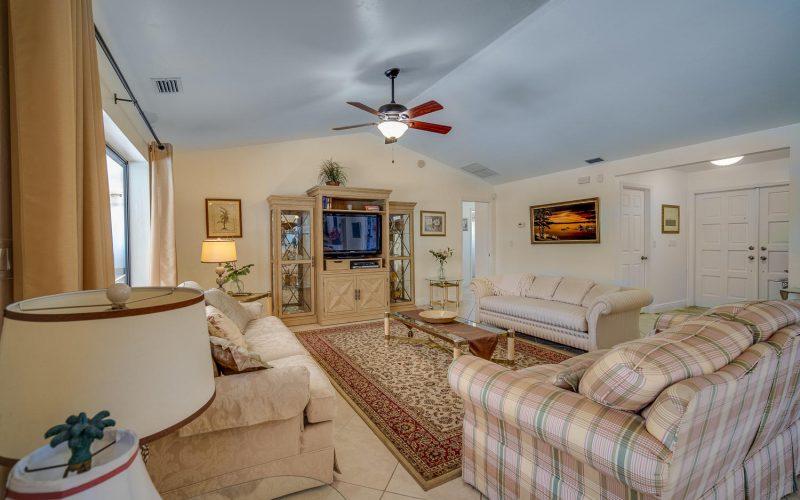 3204 SE 1st Pl Cape Coral FL-large-006-015-Living Room-1500x1000-72dpi