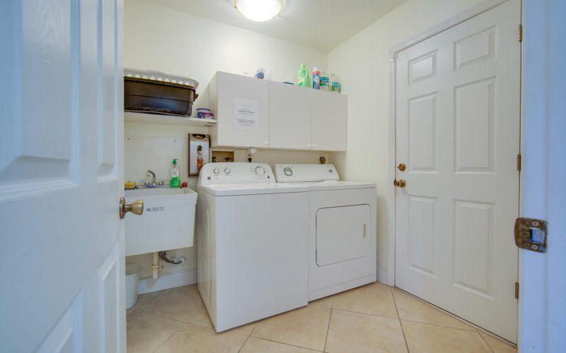 3204 SE 1st Pl Cape Coral FL-large-032-013-Laundry-1500x1000-72dpi